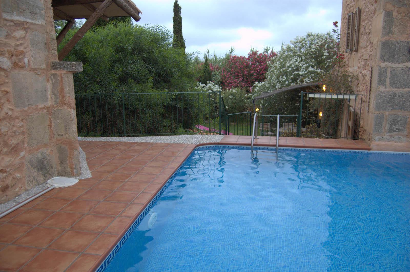 Piscinas en mallorca excellent piscinas mallorca with for Piscinas municipales palma